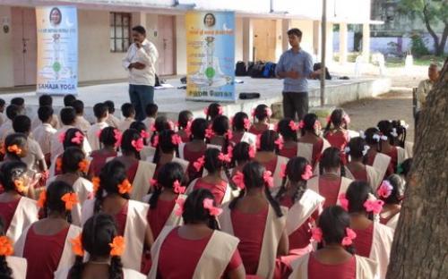 Szkolne warsztaty z medytacji Sahaja Yoga w New Delhi